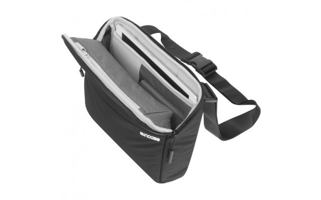 Incase Point and Shoot Field Bag-5